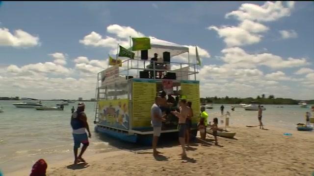 Floating restaurant and club brings comfort food, good vibes to Haulover Sandbar