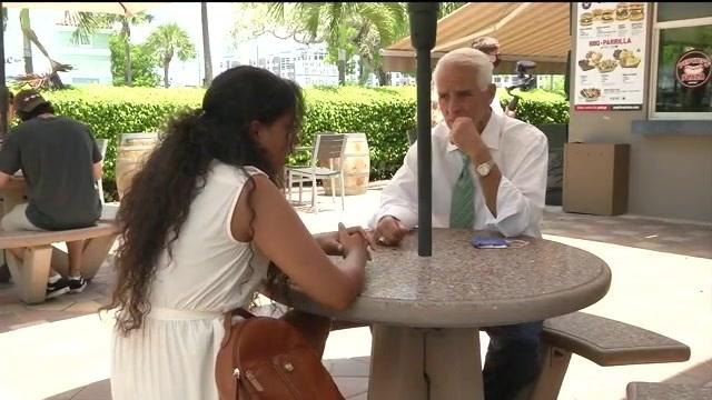 Charlie Crist meets with Venezuelan community leaders in Doral