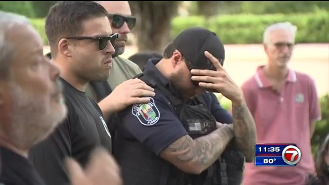 Hundreds pay tribute to slain Hollywood Police officer at memorial service